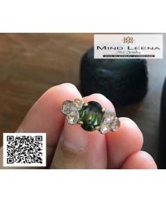 แหวนเขียวส่องประดับเพชรซีกขาวหนา เขียวส่องพลอยเก่าสีสวยเพขรซีกขาวหนาเม็ดใหญ่ไฟดีค่ะ