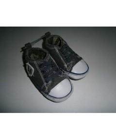 รองเท้าผ้าใบ Old Navy size 3 ความยาว 12CM ของใหม่