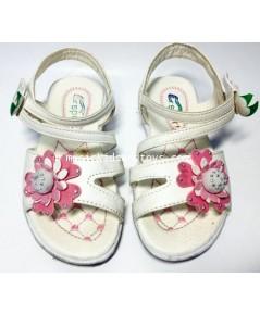 รองเท้ารัดส้นหนังเทียมสีขาวติดดอกไม้กำมะหยี่สีชมพู