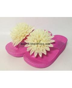 รองเท้าแตะยางสีชมพูแบบคีบแต่งดอกไม้สีครีม size 16 cm