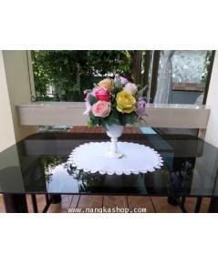 ผ้ารองแจกันวงรีปักลายดอกกุหลาบ