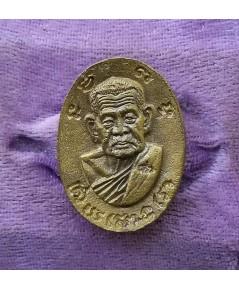 พระเหรียญเนื้อผาบาตรหลวงปู่คร่ำ วัดวังหว้า ปี 2537 สภาพสวยพร้อมกล่องเดิม