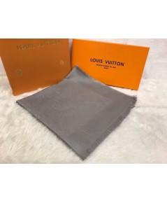 ผ้าพันคอ Louis Vuitton Monogram Shine Shawl Mirror Image 1:1 สีเทาอ่อน