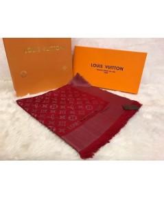 ผ้าพันคอ Louis Vuitton Monogram Shine Shawl Mirror Image 1:1 สีเเดงเข้มดิ้นเงิน
