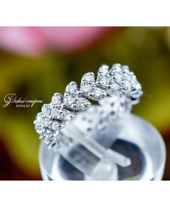แหวนเพชรรอบนิ้วรูปหัวใจ