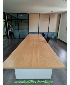 โต๊ะประชุมสี่เหลี่ยมผืนผ้าขาไม้