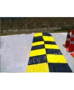 ยางชะลอความเร็ว แบบใหญ่ สีเหลืองดำ 50x50x6 cm
