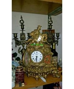 นาฬิกาตั้งโต๊ะทองสำริด พร้อมเชิงเทียนคู่