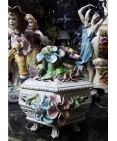 โถมีฝาปิดดอกไม้   Porcelain  Italian