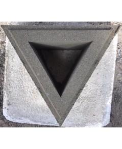 บล็อคช่องลมลายสามเหลี่ยม ขนาด 19x16.45x9 cm