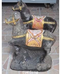 รูปปั้นม้า เนื้อปูน