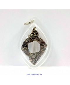 จี้ห้อยคอบ่วงนาคบาศก์งูกินงูเมตตามหานิยมเนื้อทองเหลืองกรอบพลาสติกกันน้ำสูง4ซม.กว้าง2.5ซม.