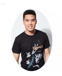 เสื้อยืดคอกลมพิมพ์ลาย ออกแบบโดย โอ๋ ฟูตอง / สีดำ