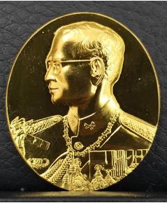 เหรียญที่ระลึกในหลวงสร้างพระมหาธาตุเจดีย์ภักดีประกาศ เนื้อทองคำ No.442 ปี 2539 สภาพสวยมาก พร้อมกล่อง