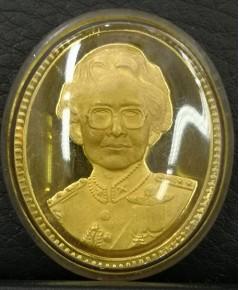 เหรียญที่ระลึกสมเด็จย่า 5 แผ่นดิน รศ.119-รศ.214 เนื้อทองคำขัดเงา หนักบาท ปี2539 สภาพสวย