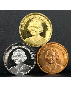 เหรียญสมเด็จย่า ที่ระลึกเปิดอาคารสมเด็จย่า 93 คณะทันตแพทย์ จุฬาฯ ปี2539 ชุดทองคำ พร้อมกล่องเดิม