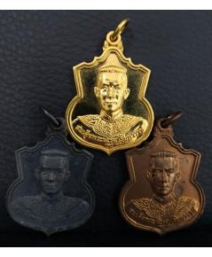 เหรียญสมเด็จพระนเรศวรมหาราช รุ่นสู้ หลังสก. ปี48 เนื้อทองคำ 20 กรัม เงิน ทองแดง พร้อมกล่องพระราชทาน