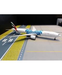 GEMINI JETS 1:200 Emirates 777-300ER A6-EPK Blue Baubles G2776