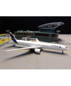 GEMINI JETS 1:400 LATAM 777-300ER PT-MUI GJ1848