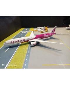 G2972 1:200 Qatar 777-300ER A7-BEB FIFA 2022 [Width 33 Length 37 Height 8 cms.]
