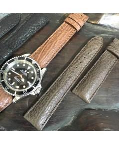สายหนังฉลาม เหมาะสำหรับนาฬิกาทุกประเภทที่ต้องการความแตกต่าง มีทั้งขนาด 18, 20mm มี 3 สี ดำ แทน น้าตา