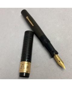ปากกาหมึกหมึกซึม WAHL Fountain Classic 1940 ตัวด้ามสี้น้ำตาลแกะลาย วัสดุ BAKELITY หุ้มด้วยปลอกทอง 14