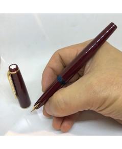 ปากกาหมึกซึม Montblanc Classic 1970 fountain Pen ปากทอง 14k (585) solid ตัวด้ามอครีลิคแดง ระบบดึงปลอ