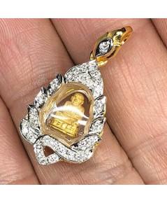พระทองคำหลวงปู่ทวด ใส่ตลับทองคำแท้ฝังเพขรแท้ 32 เม็ด รวมน้ำหนัก 0.50 กะรัต ทอง 90 น้ำหนัก 3.9 กรัม