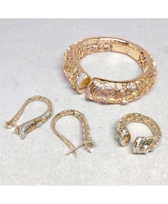 ชุดเซ็ทเครื่องประดับงานมาสเตอร์พีส ประกอบด้วย แหวน ต่างหู กำไล ตัวเรือนทองคำประดับเพชรแท้ งานวิจิตร