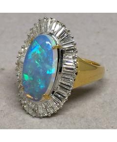 แหวนทองคำรูปทรงรี ฝังเพชรแท้เหลี่ยมบาร์เก็ต 38 เม็ด รวมน้ำหนัก 1.45 กะรัต ประดับพลอยโอปอลแท้เจียรไนห