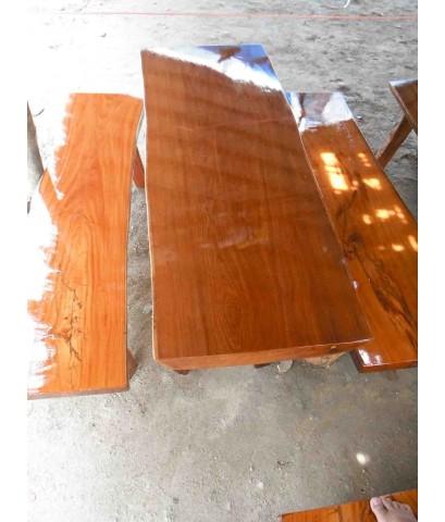 โต๊ะไม้เเดง