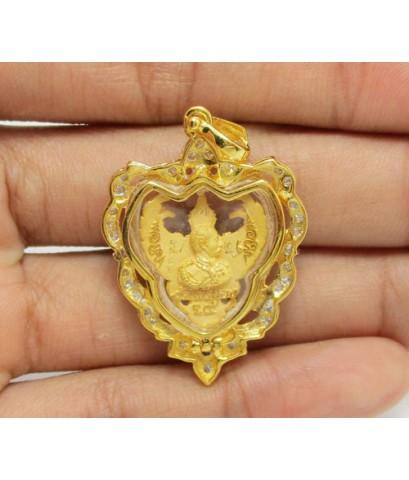 พญาครุฑ รุ่นมหาเศรษฐี อ.วราห์ วัดโพธิ์ทอง เนื้อทองคำ กรอบทอง ฝังเพชร 33 เม็ด 0.45 กะรัต นน. 9.59 g
