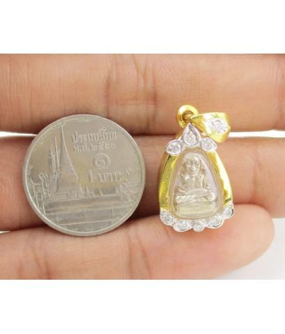 พระหลวงพ่อเงิน บางคลาน เนื้อเงิน เลี่ยมทอง ฝังเพชร 9 เม็ด 0.12 กะรัต นน. 3.64 g
