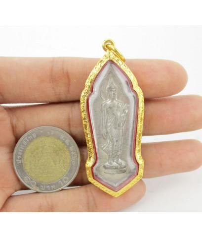 พระพุทธลีลา 25 ศตวรรษ เนื้อชินตะกั่ว เลี่ยมทองเก่า นน. 16.08 g