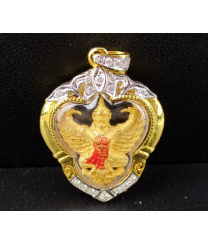 พญาครุฑ รุ่นมหาเศรษฐี ปี 2540 พิมพ์เล็ก อ.วราห์ เนื้อทองคำ กรอบทอง ฝังเพชร 17/0.18 ct นน. 8.44 g