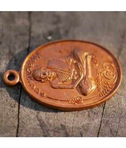 เหรียญรุ่นแรก มนต์พระกาฬ หลวงปู่หมุน วัดบ้านจาน ออกวัดบ้านจาน ปี ๒๕๔๓ เนื้อทองแดง เหรียญที่ ๔