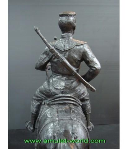 พระบรมรูปพระนเรศวรมหาราช ทรงม้า สูง 19 นิ้ว เนื้อสำริด กองทัพภาคที่3 สร้าง