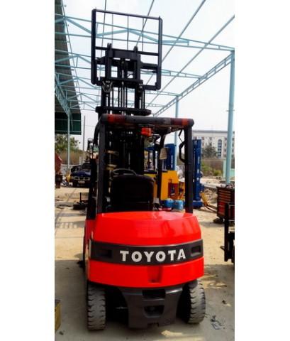 รถโฟล์คลีฟไฟฟ้ามือสอง TOYOTA รุ่น 7 นั่งขับ 2.0 ตัน ยกสูง 3 เมตร