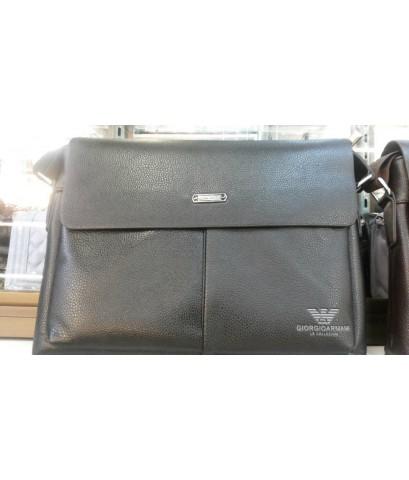 กระเป๋าสะพายข้าง Armani สีดำ