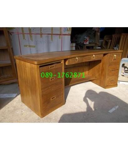 โต๊ะทำงานไม้สักทรงโค้ง