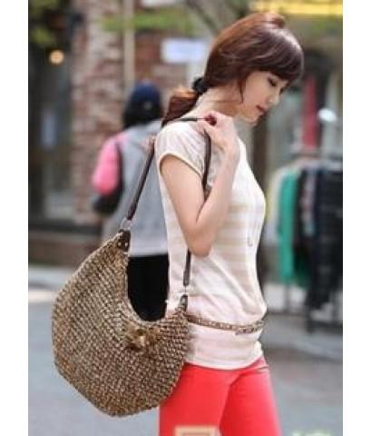 กระเป๋าสานแฟชั่นจากเกาหลี กระเป๋าสะพายข้างติดดอกไม้สายหนังpuบุผ้าข้างในมีซีปสีoff-white
