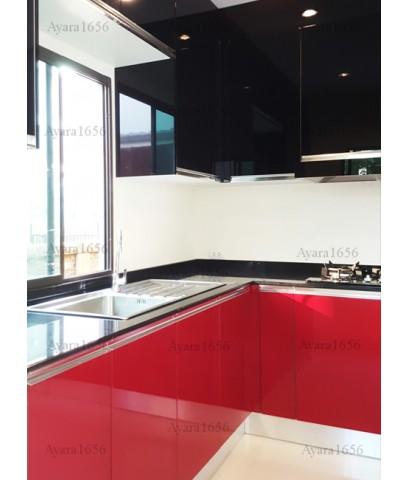 ชุดครัว Built-in ตู้ล่าง โครงซีเมนต์บอร์ด หน้าบาน PVC สีแดง + ดำ - ม.The Plant Exclusive