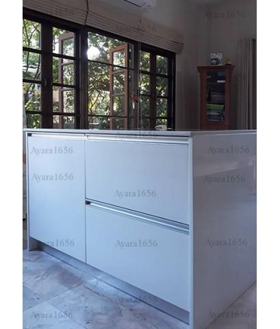 ชุดครัว Built-in ตู้ล่าง + Island โครงซีเมนต์บอร์ด หน้าบาน Hi Gloss สีขาว