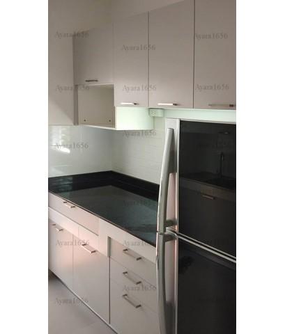 ชุดครัว Built-in ตู้ล่าง โครงซีเมนต์บอร์ด หน้าบาน Melamine สีเทาอ่อนด้านผิวส้ม - ม.พฤกษ์ลดา
