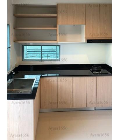 ชุดครัว Built-in ตู้ล่าง โครงซีเมนต์บอร์ด หน้าบาน Laminate สี Vicuna Graceful Oak ลายไม้แนวตั้ง