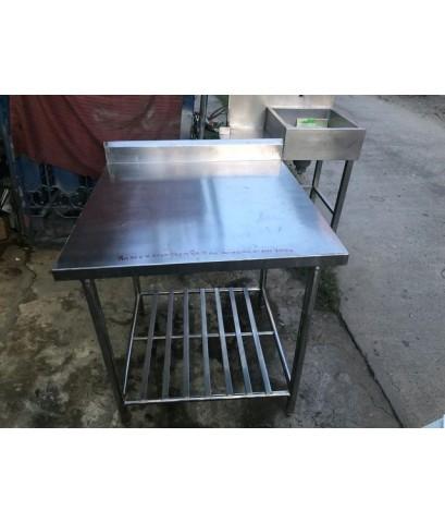 โต๊ะสแตนเลส304 มีชั้นวางตะแกรงชั้นนึง หนาๆขาแข็งแรงโต๊ะวางของโต๊ะเตรียมของเตรียมอาหาร