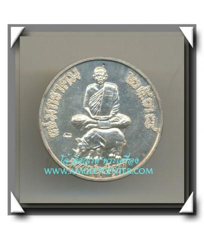 หลวงพ่อสัมฤทธิ์ วัดถ้ำแฝด เหรียญขี่แรด เนื้อเงินแท้ แซยิด 72 ปี  พ.ศ. 2538
