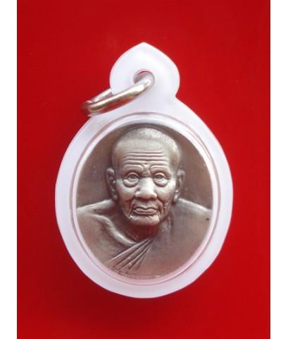 เหรียญหลวงปู่ทวด พิมพ์เล็ก เนื้อเงิน ด้านหลังสีสวย รุ่น มงคลบารมีวัดประสาทบุญญาวาส ปี 2545 สวยมาก