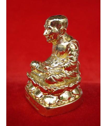 พระบูชาหน้ารถ หลวงปู่ทวด หล่อ ปี 51 เนื้อกระไหล่ทอง หน้าตัก 1.3 นิ้ว สูง 2 นิ้ว วัดห้วยมงคล