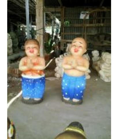 ตุ๊กตาหินทรายรูปเด็กยืนสวัสดี. (ใหญ่)